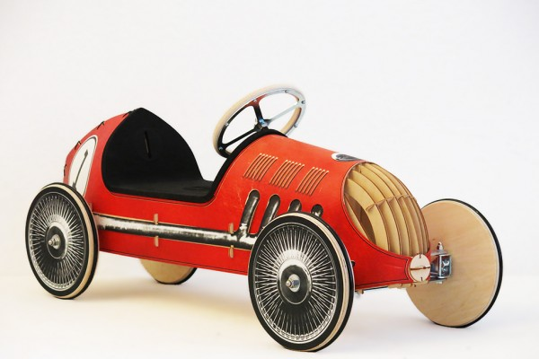 Holzrutschauto-tuning-Ferrari-rot-Rasende-Rotraud